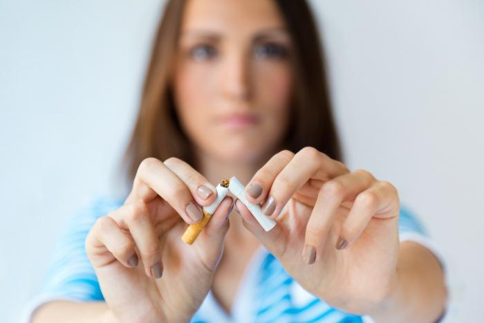 Ruke iza leđa pušenje
